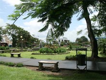 The city park in the center of La Fortuna.