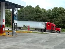 There is a last gas station close to the border to Nicaragua. The line of waiting trucks, to cross into Nicaragua, usullay reaches up to here.