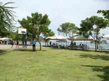 Next to the sea promenade there is a basketball court in Playas del Coco.