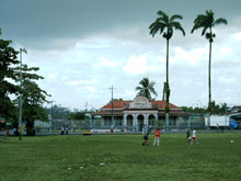 The soccer court is located in the center of Siquirres..
