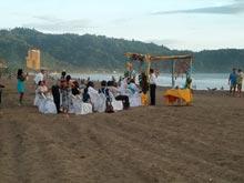 Eine Strandhochzeit in Jaco, Costa Rica ist ein beliebter Ort um zu heiraten.
