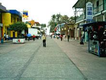 Die Avenida 2 im Zentrum von Limon.