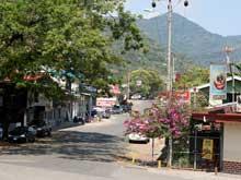 In Palmar Norte findet man Restaurants, Banken, Supermärkte, Tankstellen und Unterkünfte.