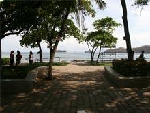 Die Strandpromenade von Playas del Coco.