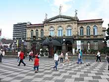 Zu den Sehenswürdigkeiten der Hauptstadt von Costa Rica gehört das, 1897 fertiggestellte, Nationaltheater.