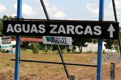 El rotulo en la entrada a Aguas Zarcas.