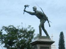 La estatua del héroe nacional Juan Santamaría en Alajuela.