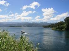 Pesca de agua fresca en el Lago Arenal es una gran oportunidad para disfrutar de la belleza del Volcán Arenal y el paisaje.