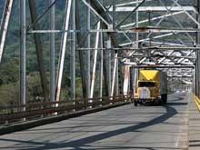 El puente sobre el Río Grande de Térraba conecta Palmar Norte con Palmar Sur.