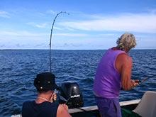 La boca del Río Colorado es un excelente lugar de pesca, aquí se pesca el róbalo.